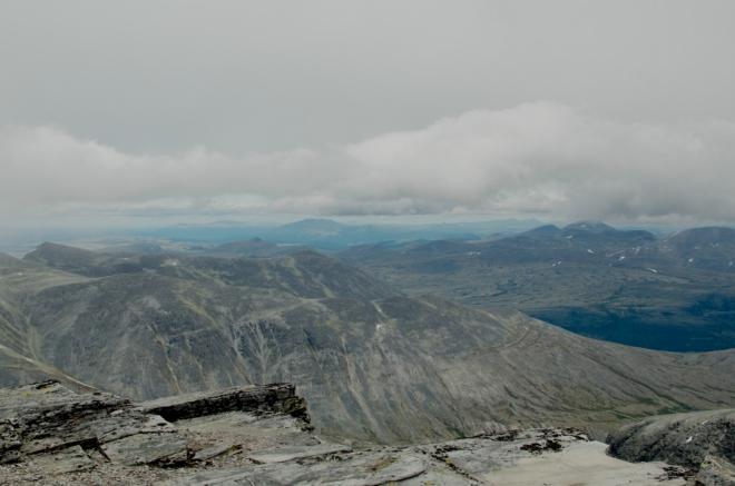 Občas se mraky umoudří a my tak dostáváme šanci pořádně se rozhlédnout po národním parku. Nyní se díváme zhruba na severovýchod.
