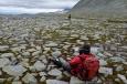 Cesta z vrcholu Vinjeronden k jezeru Rondvatnet, národní park Rondane, Norsko