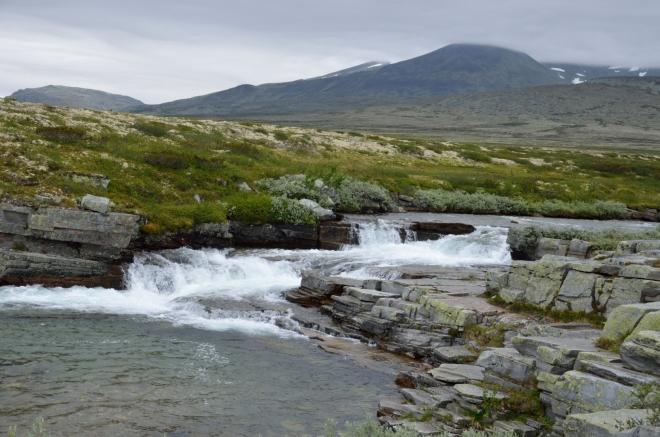 Peřeje postupně získávají na mohutnosti, ale slibovaný vodopád stále nikde.