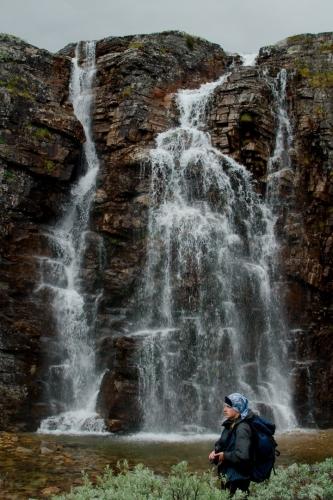 Evidentně jsme dorazili k prvnímu z cílů. Na fotografii je vidět méně mohutný pramen vodopádu, možná ale o to krásnější.