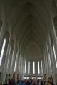 Kostel je bohužel plný turistů, takže se uvnitř nedá mluvit o klidu jako v jiných kostelech, což je upřímně škoda. Kvůli tomu se moc nezdržujeme a nelezeme ani na vyhlídkovou věž, která určitě poskytuje úžasný rozhled (okolo nejsou žádné vysoké stavby).
