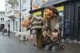 Na ulicích potká člověk leckoho, třeba troly, na něž prý Islanďané věří. Podobně se v jejich bájích vyskytují elfové.