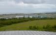 Výhled z plošiny nad zásobníkem na letiště, sloužící především vnitrostátní dopravě. Islanďané i turisté se často přepravují letadly, protože vzdálenosti jsou velké a v zimě ani jiná možnost být nemusí.
