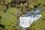 A další vodopád, tentokrát oživený ovečkami.