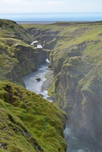 Kaňon říčky pod vodopády