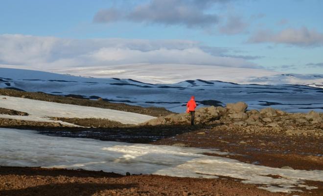 Večer se dělá krásně a my si užíváme výhled na ledovec Mýrdalsjökull.