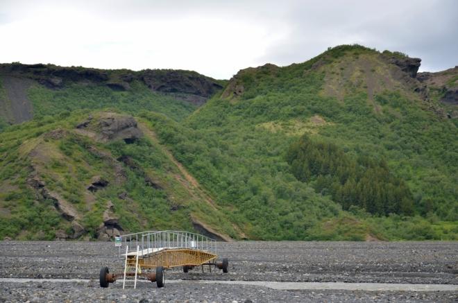 Nahoře jsme nevěděli, jak řeku překročíme, dole jsme překvapeni: lávky na kolečkách