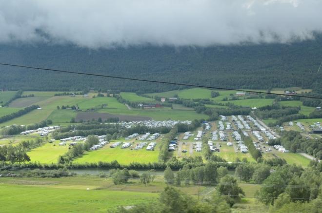 Desítky kilometrů teď pojedeme jedním dlouhým údolím. Takhle to vypadá, když se kempuje ve velkém.