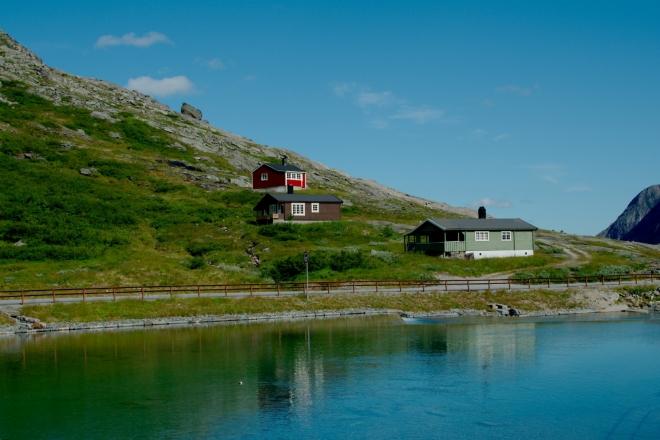 Ještě stále jsou zde k vidění i tradiční norské domečky.