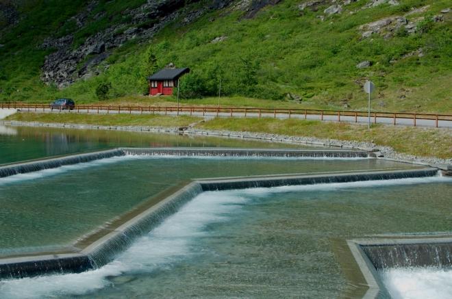 Předzvěstí Stigfossenu jsou tyto uměle vytvořené vodní schody.