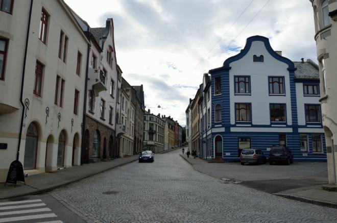 Procházíme už potřetí centrem města. Tady jsme však ještě nebyli – ulice Kirkegata neboli Kostelní.