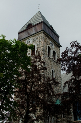 Zastávka u výrazného kostela v centru bude zároveň naše poslední v Ålesundu, bohužel na město nemáme více času a přijeli jsme hlavně za norskou přírodou.