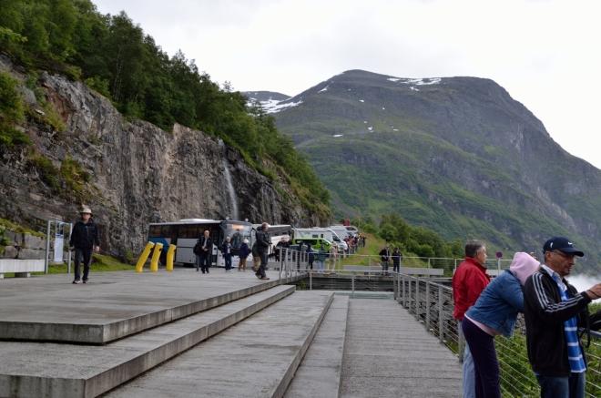 Že bychom si zrovna při Geirangerfjordu užili nějakou samotu a klid, s tím jsme snad ani nepočítali.