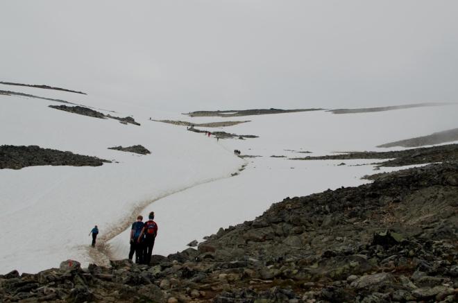 Jak vidíte, i bez přechodu ledovce si sněhu užijeme víc než dost. Asi netřeba zdůrazňovat, že ve sněhu se jde trochu hůře než po kamenech.