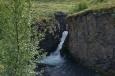 Lávku bylo možné zbudovat jen proto, že říčka protéká malým kaňonem.