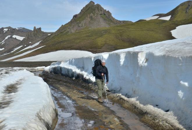 Takhle se prohrnuje cesta na Islandu!