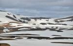 .... až k chatě Höskuldsskáli (uprostřed skoro nahoře), jež se nachází kus pod sedlem Hrafntinnusker (asi 1050 m n. m.)