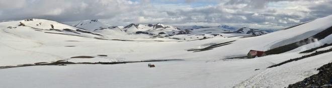 Pohled zpět ze sedla nad chatou. Poslední výhledy na Mýrdalsjökull v dáli.