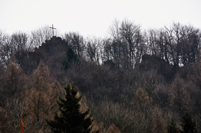 Křížek na hřebenu Sedla.