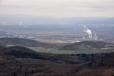 Elektrárna Ledvice dokazuje, že krajina je využita nejen k turisice. Hnědouhelné doly jsou nedaleko.