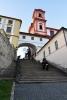 """Jezuitské schody. Monumentální kamenné schodiště je vybudované v ose původního mostu přes Labe roku 1828. V nice se nacházela od roku 1863 plastika romantického básníka Josefa Emanuela Hilschlera (1806 - 1837), narozeného v kasárnách, umístěných v bývalé jezuitské koleji. Odstraněna byla r. 1945 a nahrazena v roce 1952 sochou sv. Jana Nepomuckého z r. 1721, která byla původně určena pro labský most. Níže stával do roku 1732 kostelík Panny Marie, připomínaný již roku 1257, kdy sloužil zdejšímu špitálu křižovníků s červenou hvězdou a v době protireformace Tovaryšstvu Ježíšovu. Od roku 1992 je na Jezuitských schodech umístěna dřevěná kompozice od J. Beránka, nazvaná """"Neznámo odkud"""" (www.mapy.cz)."""