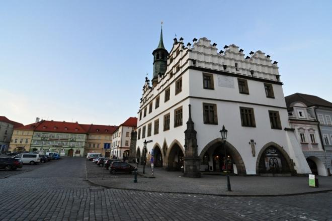 Oblastní muzeum, kde uvidíte historie městi města Litoměřice, spoustu archeologických nálezů i geologický vývoj. Základem je budova gotické radnice, která byla později přestavěna v renesančním slohu. Uvnitř spatříte zajímavé schodiště či dřevem vykládanou zasedací síň.