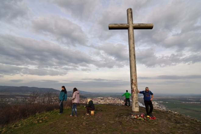 Václav kácí křížek...