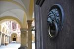 Zavíráme vstupní dveře zámku...