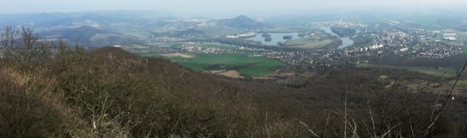 Panorama z Lovoše - Labe, Radobýl, Lovosice.