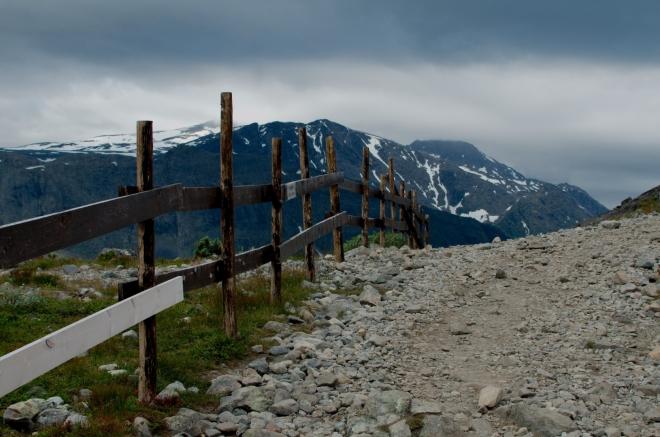 Po včerejším výstupu na Galdhøpiggen nám ovšem dnešní túra nijak mimořádně těžká nepřipadá.