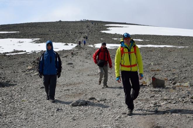 Znovu jsme se přehoupli přes nejvyšší vrchol Besseggenu a teď nás čeká již jen klesání.