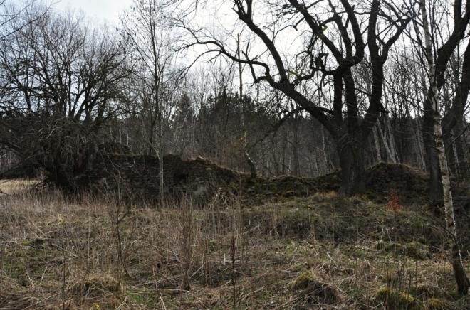 Bývalé strouhy po sobě zanechaly pouze malé zbytky kamenných zdí.