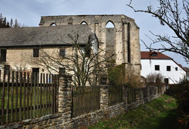 Nedostavěný klášter.