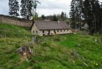 Kamenný dům s hospůdkou a muzeem.