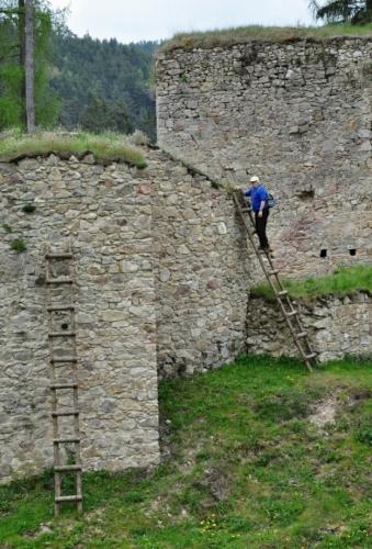 Dobývání hradu...