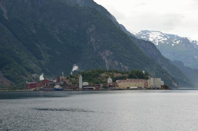 Průmyslový poloostrov nedaleko města. I když má Odda ideální polohu jako turistické centrum, historicky zde mělo větší význam například hutnictví.
