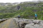 Na hrázi jezera Valldalsvatnet, Norsko