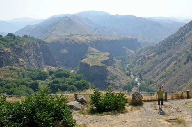Soutěska Garni a okolní hory