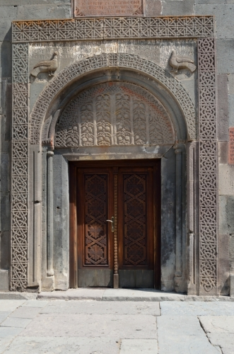 Hlavní vchod do kaple