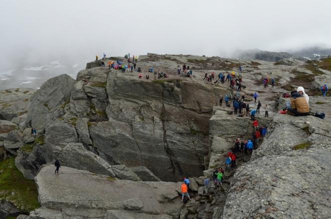 Je obdivuhodné, kolik lidí je ochotno ujít náročný 22kilometrový trek jen kvůli Trolltunze.