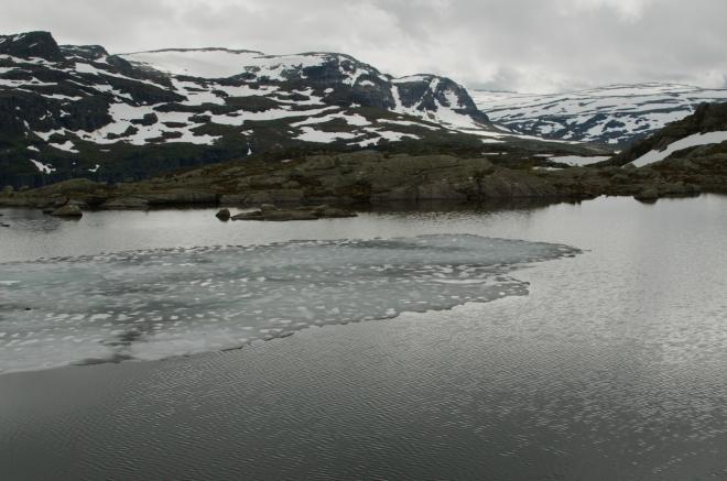 Jedna z vodních ploch u stezky