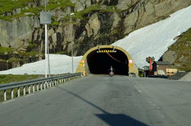 Vjezd do následujícího tunelu vyfotil Honza pro jistotu desetkrát, neboť i mistr tesař se může někdy utnout.