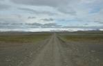 Výjimečný kus zeleně v údolíčku u jezera. Na obzoru Hofsjökull.
