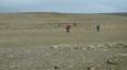 Opravdu drsní vandráci. Přejít tuto pustinu trvá určitě několik dní, protože samotná silnice č. F26 (Sprengisandsleið) měří asi 200 km a to jen od Hrauneyjaru k Aldeyjarfossu.