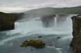 Goðafoss neboli božský vodopád, kam v roce 1000 hodil jeden z předních Islanďanů sošky norských pohanských bohů poté, co parlament Althingi přijal křesťanství jako oficiální náboženství Islandu.