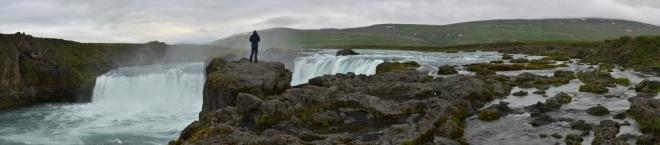 """Goðafoss měří na výšku sice """"jen"""" 12 metrů, ale na šířku celých 30."""