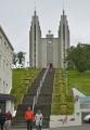 Kostel Akureyrarkirkja z roku 1940, od stejného architekta jako Hallgrímskirkja v Reykjavíku. Uvnitř jsou nádherné vitráže, takže jeho návštěvu určitě můžeme doporučit.