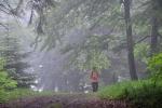 Na vrcholu Kykulky je po dešti kouřmo.