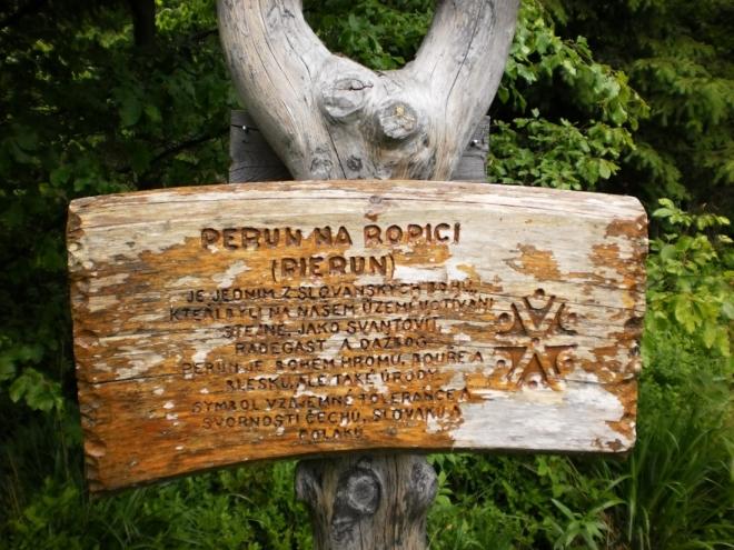 Vrchol Ropice (1 083 m n. m.).