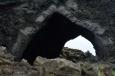 Gotický portál jeskyně Kirkja